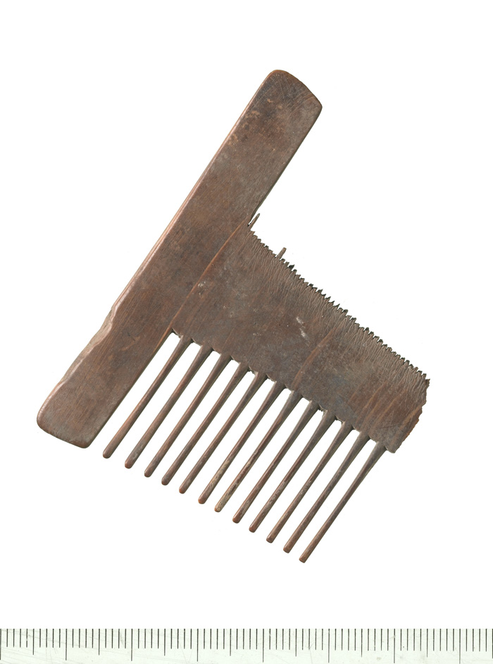 Animal bone comb perhaps used by actors backstage at the Curtain theatre (c) MOLA