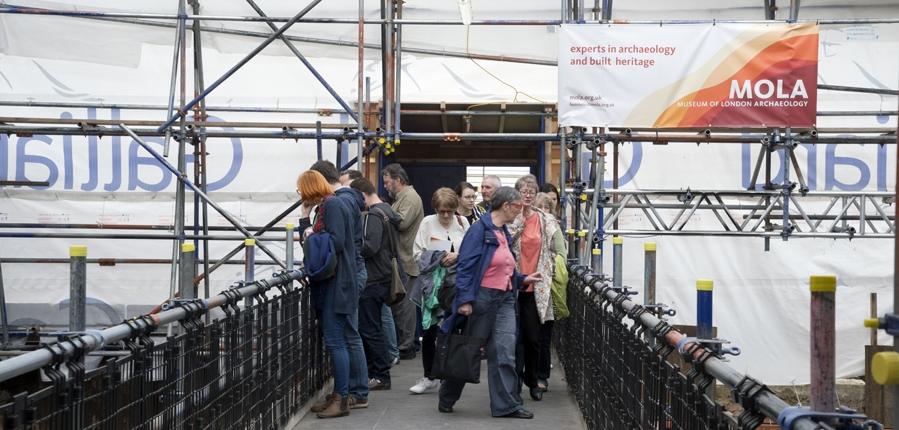 Visitors to the Shakespeare's Curtain Theatre archaeological excavations (c)MOLA
