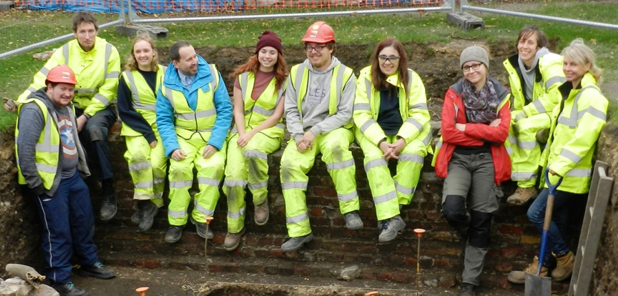 10 NVQ Level 3 in Archaeological Practice trainees receive their certificates (c) MOLA