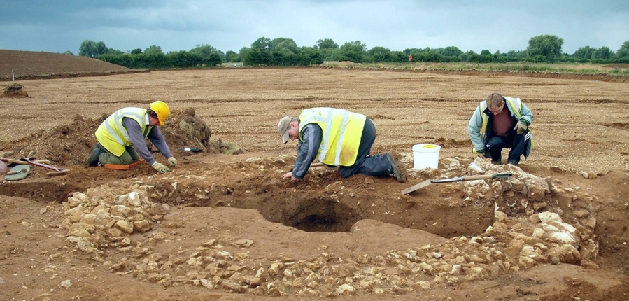 Archaeological excavation at Calverton mausoleum (c) MOLA