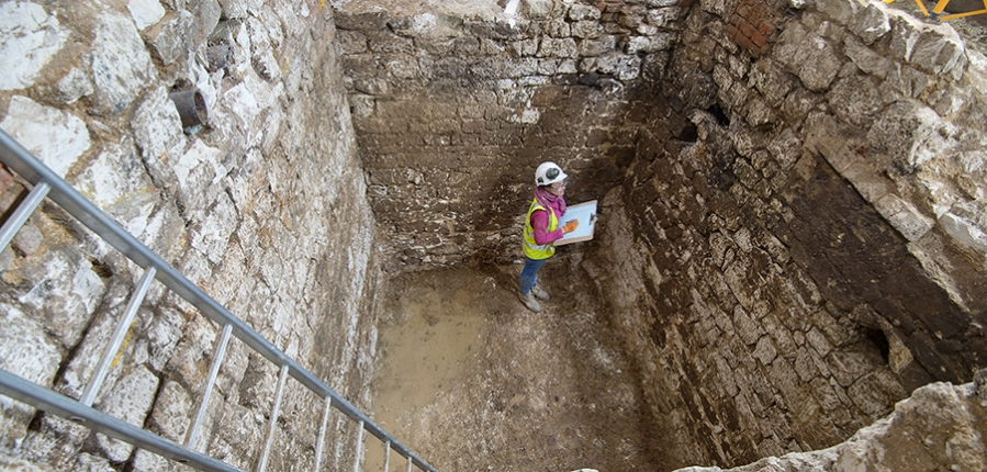Secrets of the cesspit: Courtauld excavation reveals remnants of 15th century residence | MOLA