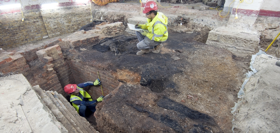 Archaeologist excvated charred layer from Great Fire (c) MOLA