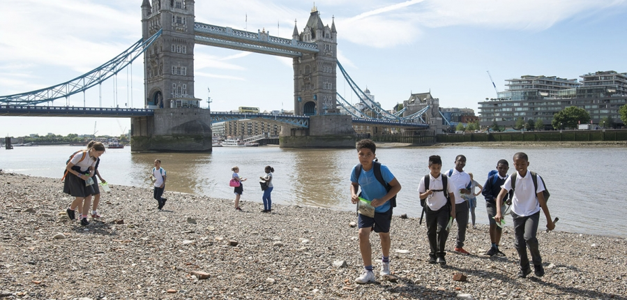 Aspiring archaeologists join Thames Discovery Programme on the Thames Foreshore (c) MOLA.jpg