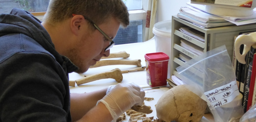 Chris Chinnock, Human Osteologist at MOLA (c) MOLA