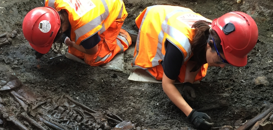 MOLA archaeologists excavate mass burial pit at Crossrail's Liverpool Street site