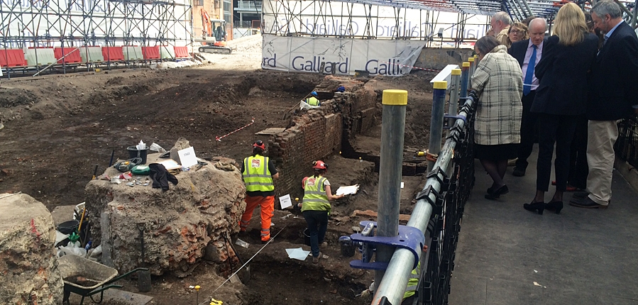 Archaeology Ambassadors visit the site of the Curtain theatre (c) MOLA