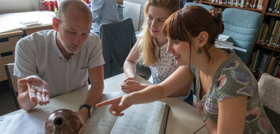 MOLA Finds Specialist Nigel Jeffries discussing a 'witch bottle' with colleagues (c) MOLA.jpg