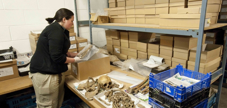 Processing human remains (c) MOLA