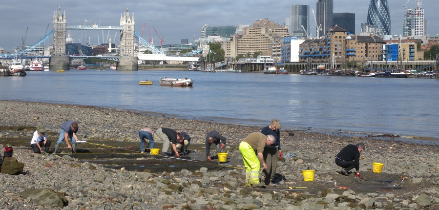 Thames Discovery Programme on the foreshore (c)MOLA