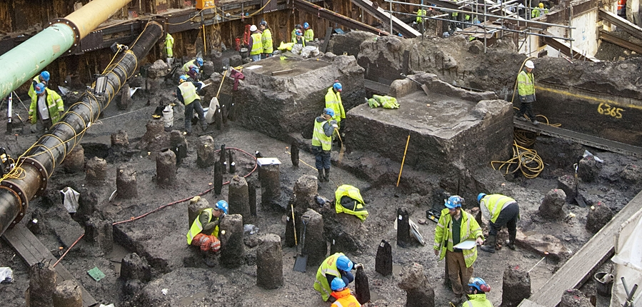 MOLA archaeologists excavate Bloomberg London