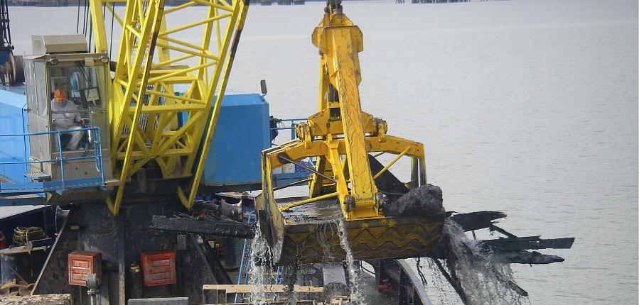Brick Barge, dredging at the Thames Estuary