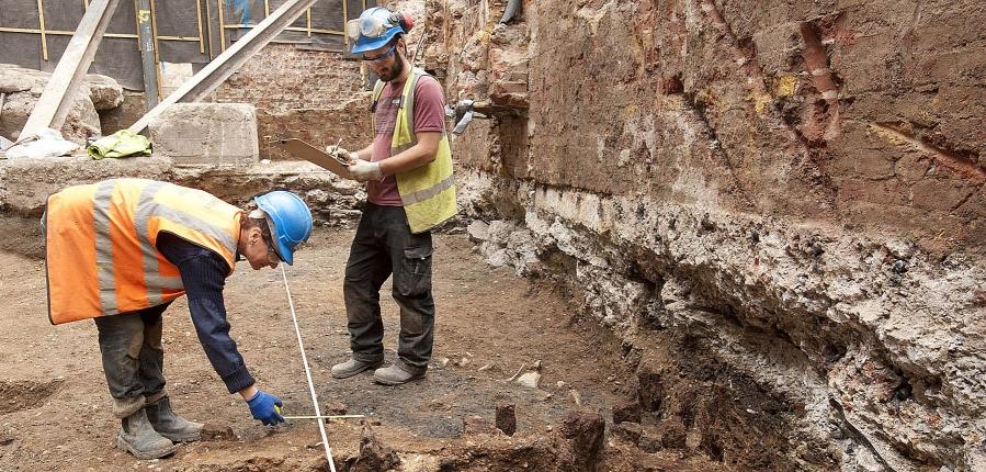 Excavating at 8-10 Moorgate, City of London