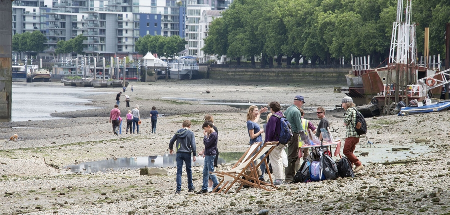 Thames Discovery Programme teaching the Tadpoles (c) MOLA