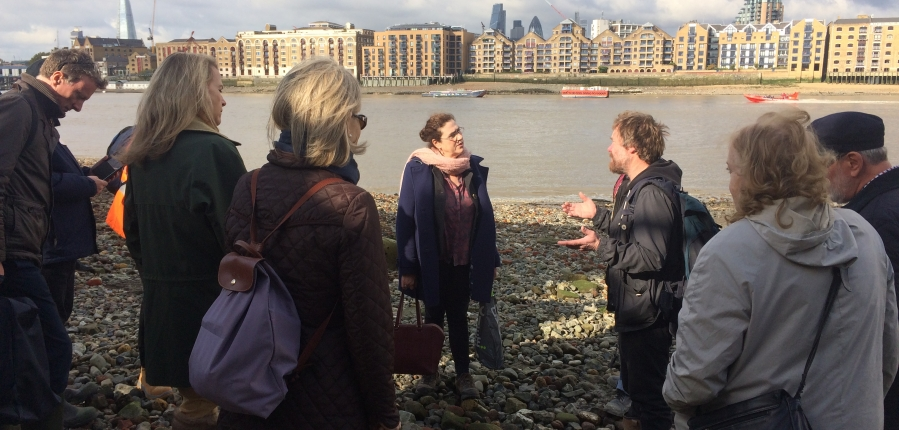 Thames Discovery Programme talk to Archaeology Ambassadors on the foreshore (c) MOLA