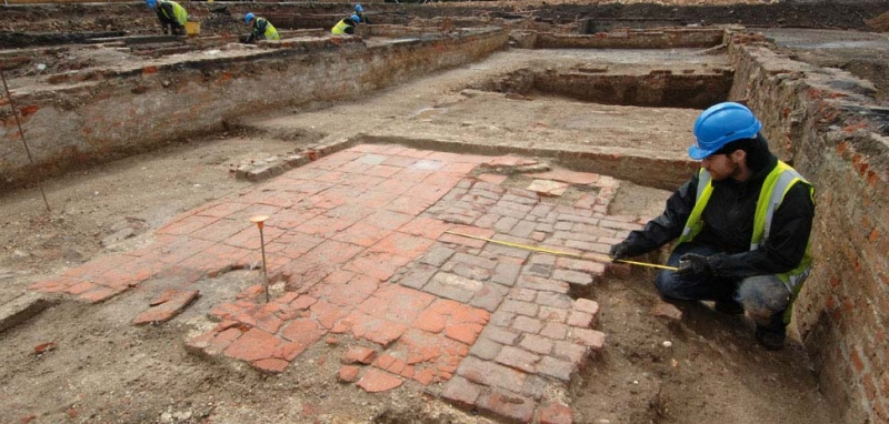 The remains of a tiled floor, possibly part of Sayes Court (c) MOLA