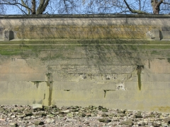 Damage to riverwall (c) Thames Discovery Programme.