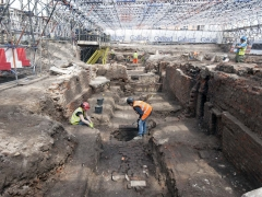 Archaeologists on site at the Curtain Theatre (c) MOLA