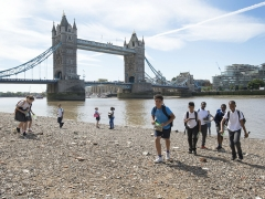 Aspiring archaeologists join Thames Discovery Programme on the Thames Foreshore (c) MOLA