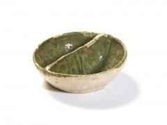 14th – 15th century 'coarse border ware' condiment dish with copper green glaze, made around the Surrey-Hampshire border © MOLA