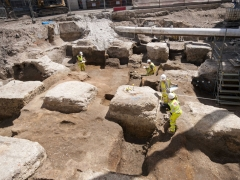 MOLA archaeologists excvate evidence for Roman buildings (c) MOLA