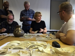 Faith Vardy gives the MAAST participants a masterclass in archaeological drawing techniques (c) MOLA