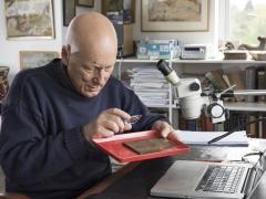 Roger Tomlin, cursive Latin expert, deciphers the Bloomberg tablets (c) MOLA