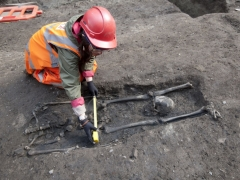 Roman decapitation burial from Crossrail excavation (c) MOLA