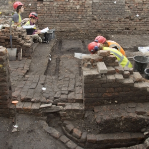 Excavation of the Curtain theatre by MOLA 2016 (c) MOLA