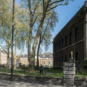 St Leonard's Church Shoreditch (c) By Jwslubbock [CC BY-SA 4.0  (https://creativecommons.org/licenses/by-sa/4.0)], from Wikimedia Commons