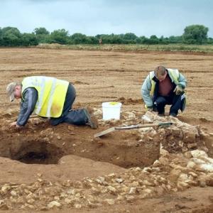 Archaeological excavation at Calverton mausoleum (c) MOLA