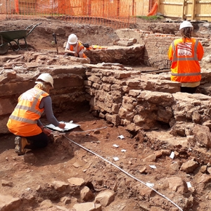 MOLA archaeologists excavate at Drapers' Hall in Coventry (c) MOLA