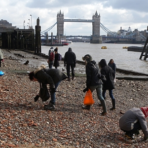 Mudlarks on the Thames foreshore (c) Thames Discovery Programme