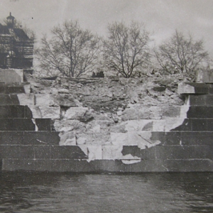Bomb strike on river wall at Westminster (c) by kind permission of London Metropolitan Archive