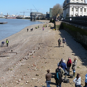 A MOLA and Thames Discovery Programme community archaeology walk along the banks of London's river (c)Thames Discovery Programme