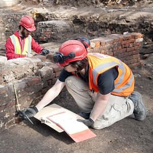 Archaeologist uncover remains of curtain theatre, it appears to be rectangular (c) MOLA