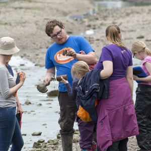 Josh Frost leads the Thames Discovery Programme Tadpoles session (c) MOLA.jpg