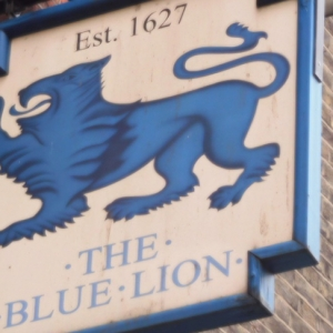London_pub_on_Grey's_Inn_Road,_The_Blue_Lion.jpg