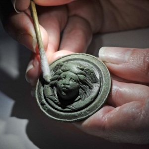 Medusa mount under conservation at MOLA (c)Museum of London