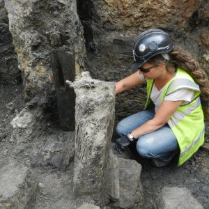Project Officer Sadie Watson on site (c) MOLA