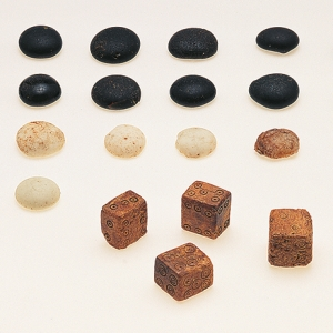 Roman gaming set from Eastern Cemetery glass counters bone dice (c) MOLA.jpg