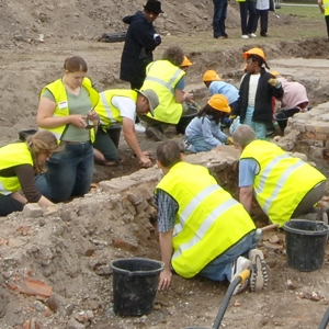 Headstone Manor training dig and open day