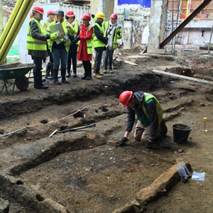 Archaeology Ambassadors at 80 Fenchurch Street excavation. Roman mud brick building remains (c) MOLA