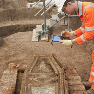 Digital recording of burials at St James's burial ground (c) HS2, courtesy of MOLA Headland