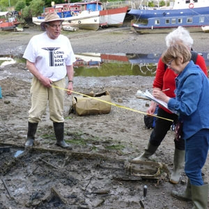 Volunteers record timber hulk for CITiZAN