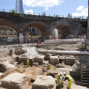 Excavating Roman buildings in north Southwark (c) MOLA