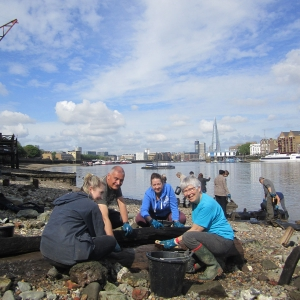 Thames Discovery Programme on the foreshore at Rotherhithe (c) Thames Discovery Programme