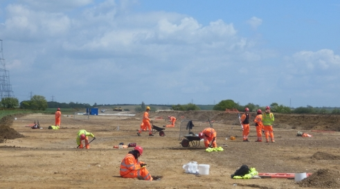 Archaeologists from MOLA's Northampton team working on the 15-M1 Link Road
