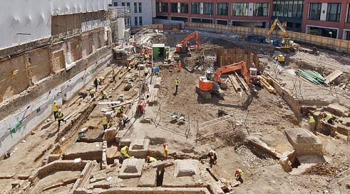 Archaeologists from MOLA excavate St Barts Hospital